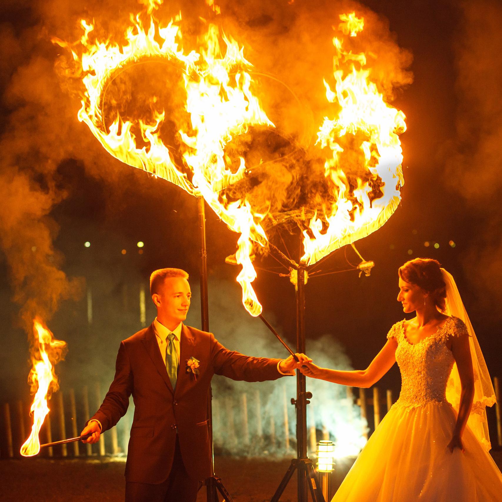 Свадебный финал с двойными огненными сердцами стоимость