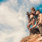 два артиста в костюмах мэдмакс смотрят в небо
